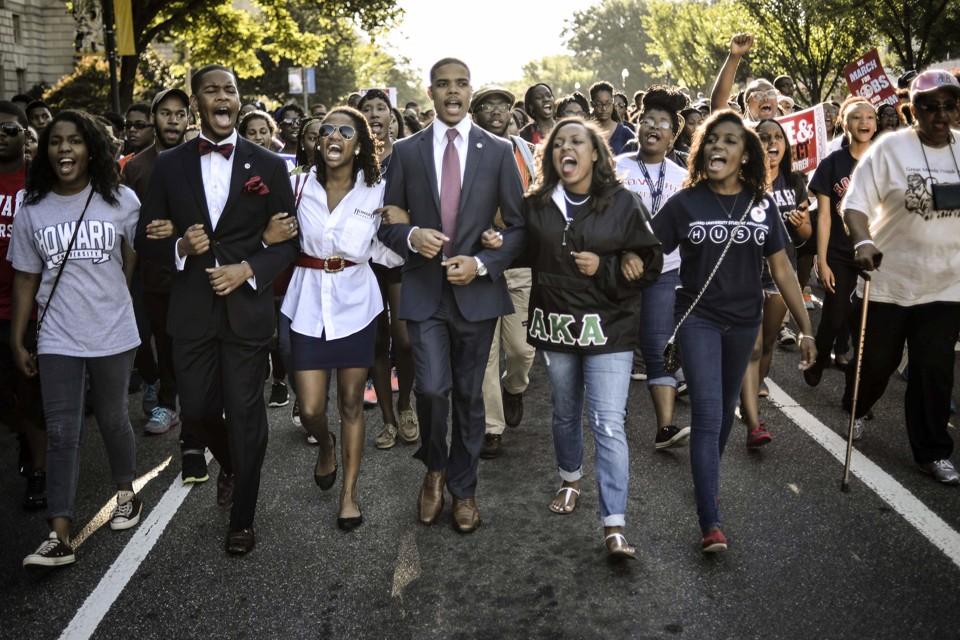 """Students of Howard University march from campus to the Lincoln Memorial to participate in the Realize the Dream Rally for the 50th anniversary of the March in Washington August 24, 2013. Thousands of marchers were expected in Washington, D.C. on Saturday to commemorate the 50th anniversary of the Rev. Martin Luther King Jr.'s """"I have a dream"""" speech and to urge action on jobs, voting rights and gun violence. REUTERS/James Lawler Duggan (UNITED STATES - Tags: POLITICS ANNIVERSARY CIVIL UNREST TPX IMAGES OF THE DAY) - RTX12V40"""